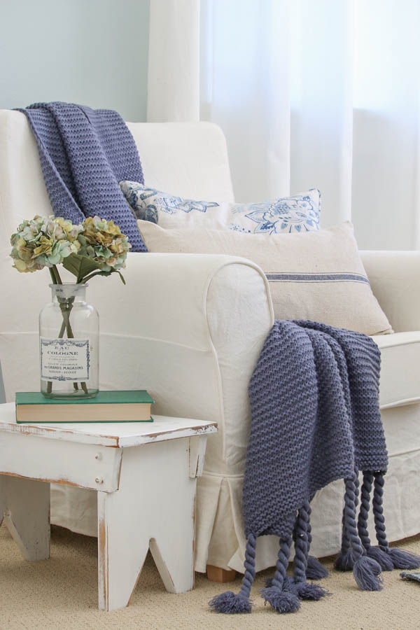 Saw Nail Paint Seattle Cottage Home Tour - Charming Decorating Ideas, Living Room