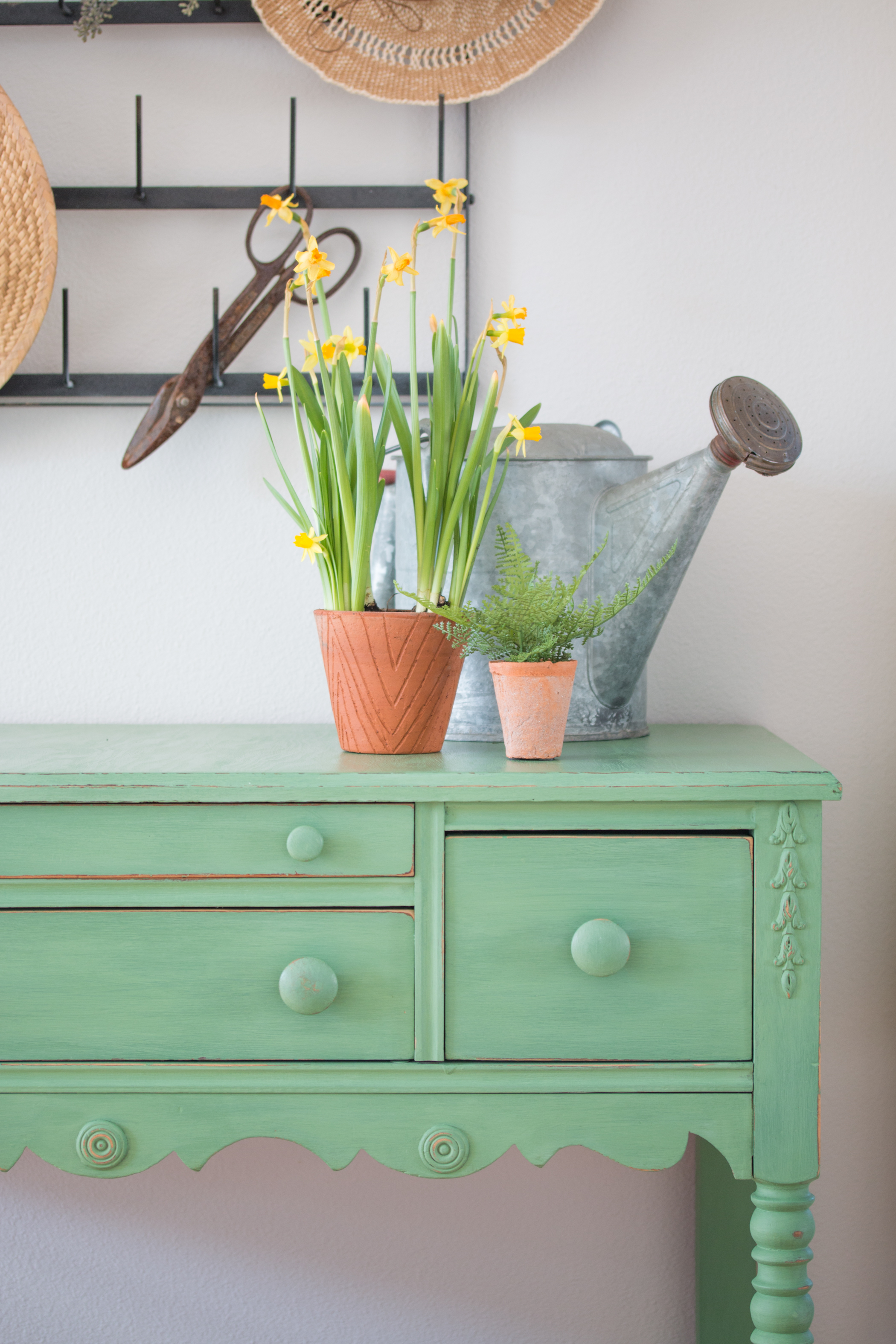 magnolia home chalk paint review saw nail and paint. Black Bedroom Furniture Sets. Home Design Ideas