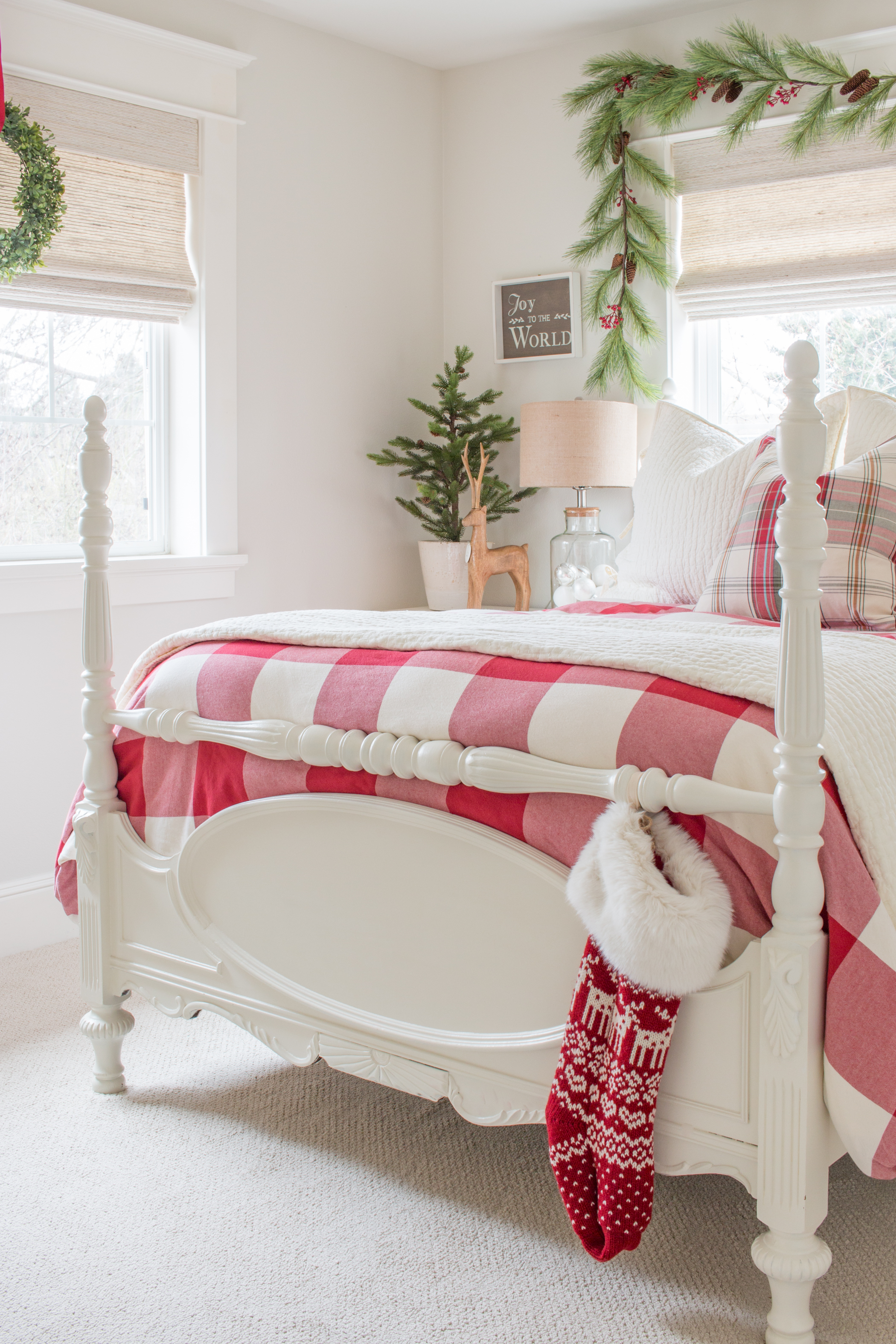 Classic Christmas Bedroom Saw Nail And Paint